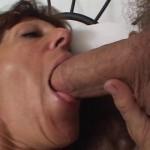 Femme mature jouisseuse en anal, cunni et doigté