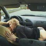 Salope qui se fait troncher en voiture