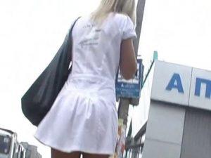 Elle n'a pas de culotte !