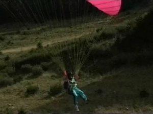 Deux lesbiennes avec un parachutiste chanceux
